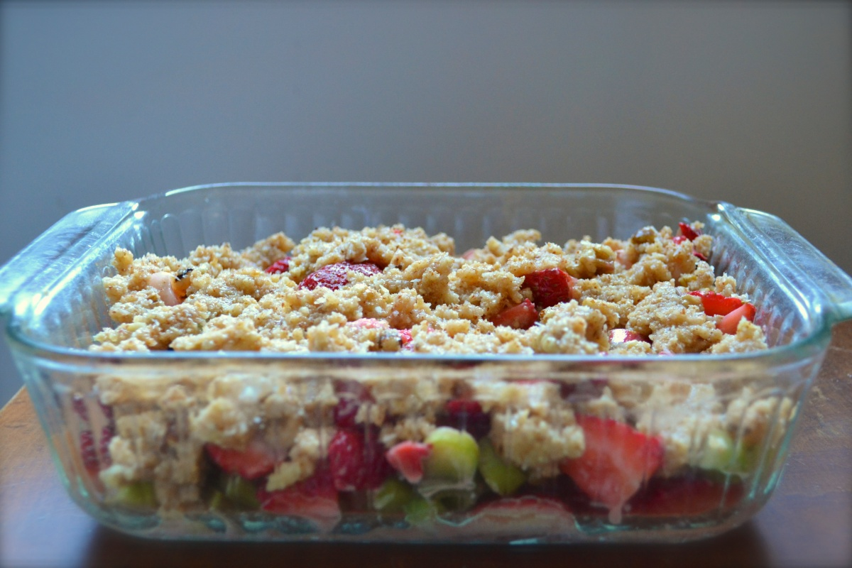 Paleo Strawberry Rhubarb Coconut Crisp