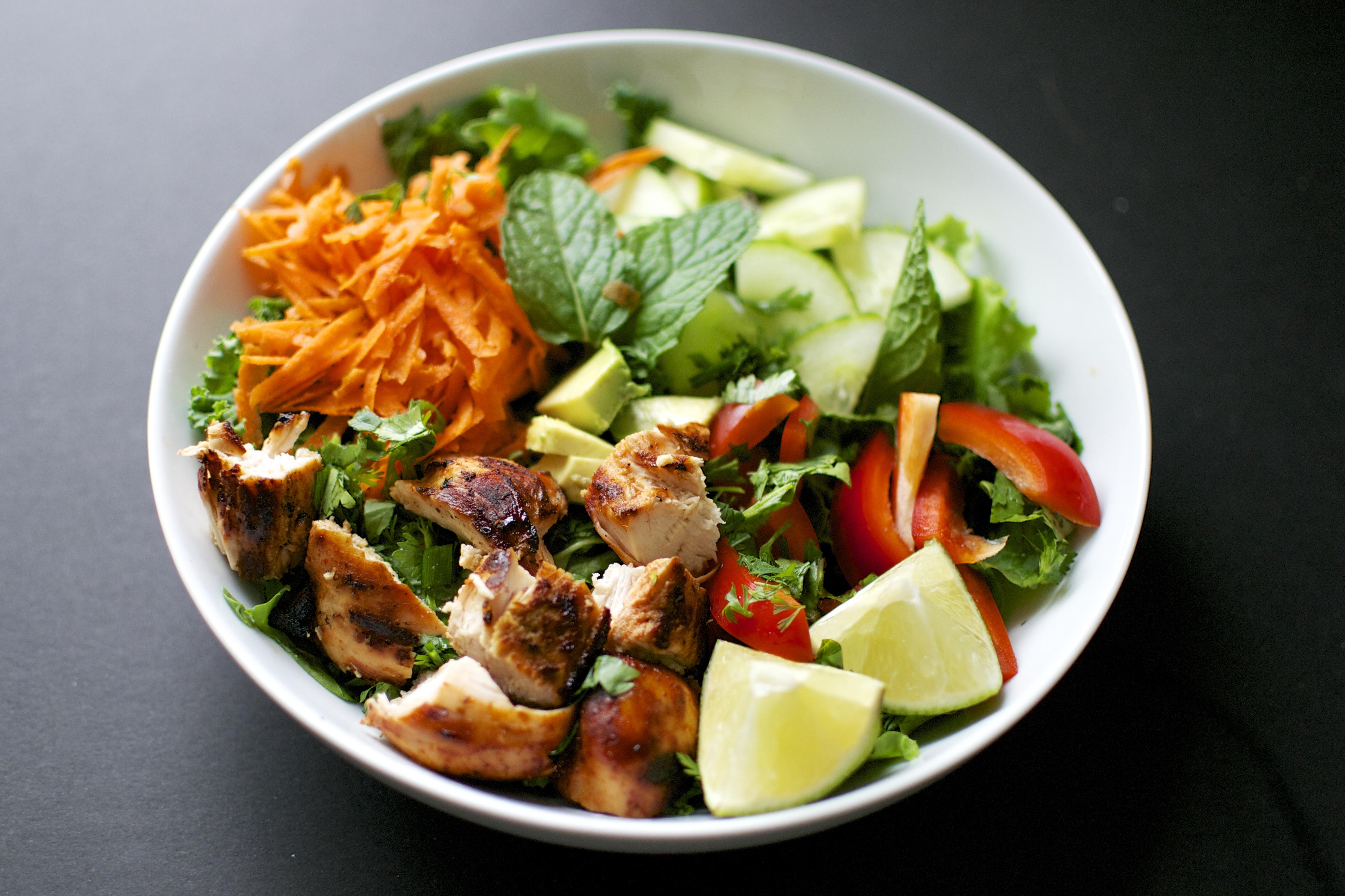 Thai chicken salad with spicy peanut sauce dressing big eats tiny thai chicken salad big eats tiny kitchen forumfinder Choice Image
